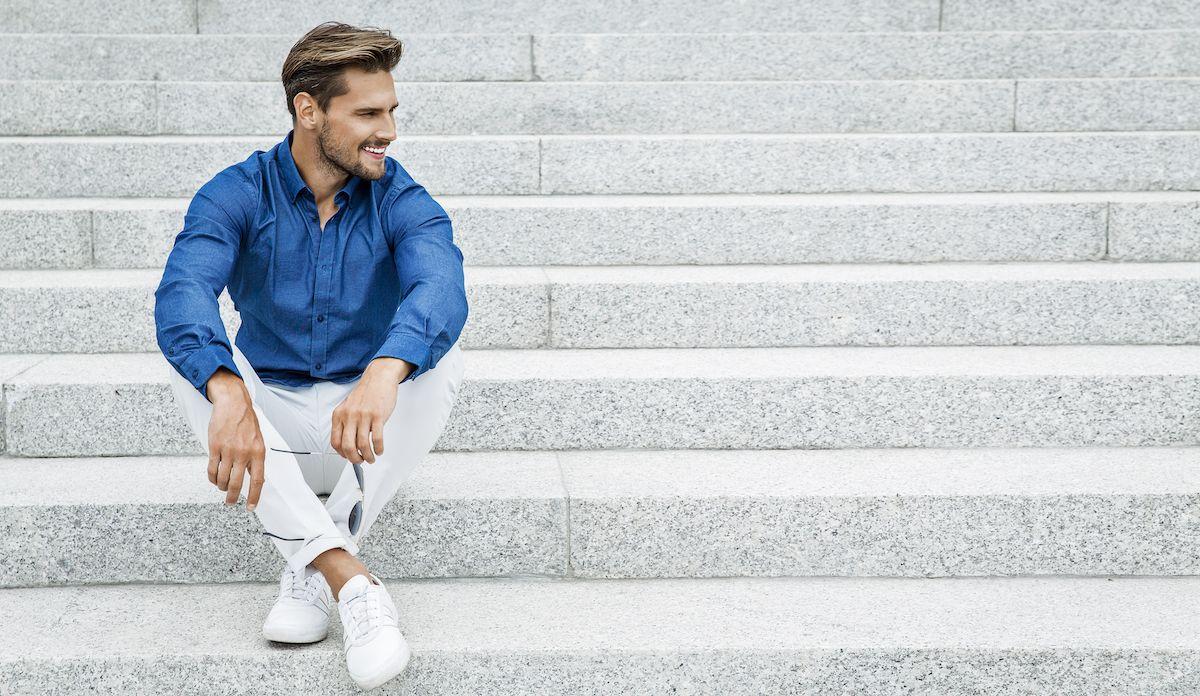 Sportowe buty w codziennych stylizacjach męskich