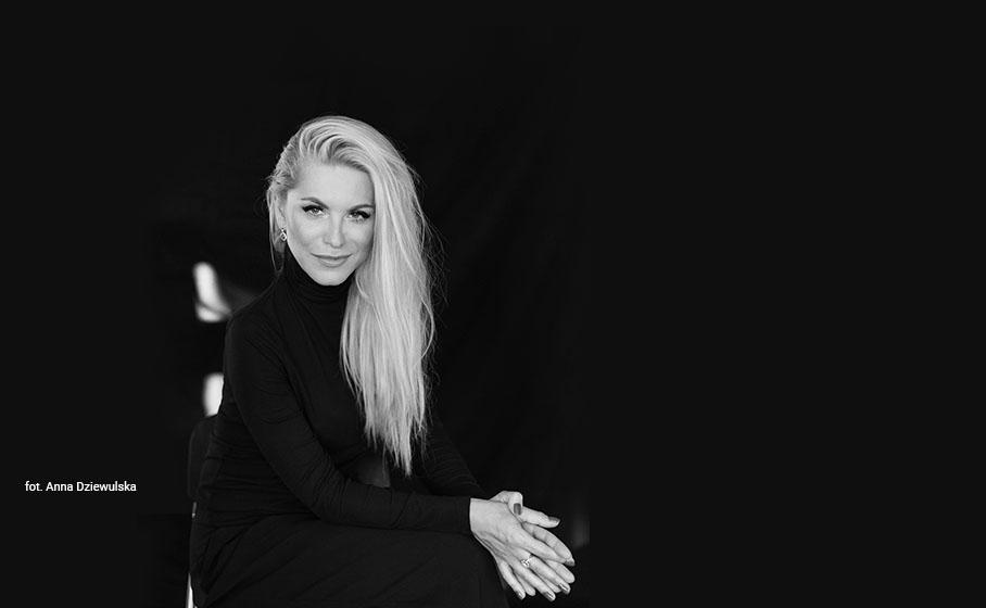 Katarzyna Bonda: Kiedy kogoś szanujesz,  ubierasz się elegancko