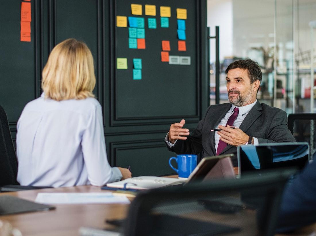 Savoir-vivre na spotkaniu prawnika z klientem