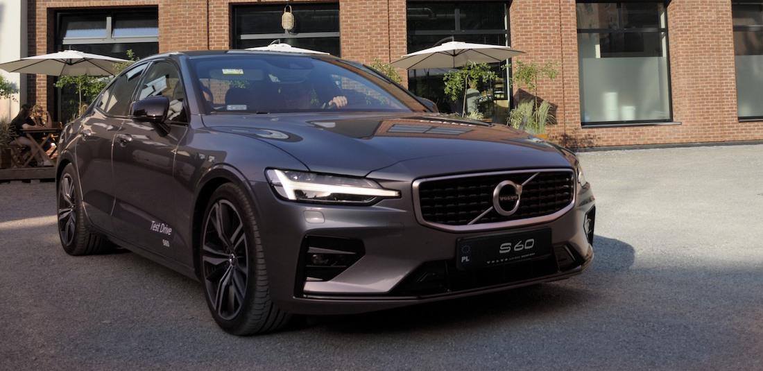 Nowe Volvo s60 - superbezpieczna limuzyna w nowym garniturze.